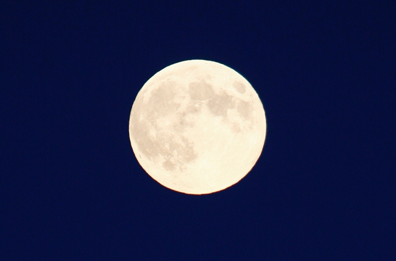 Harvest full moon rises tonight — with a subtle lunar ...