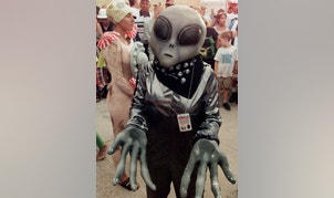 Crystal Graham, wearing an extra-terrestrial costume, waits in line for her turn in the UFO costume contest in Roswell, July 3. Roswell, the site of an alleged UFO crash in 1947, is hosting an international UFO conference which includes family events like the costume contest. ake/DIGITAL/Photo by J.