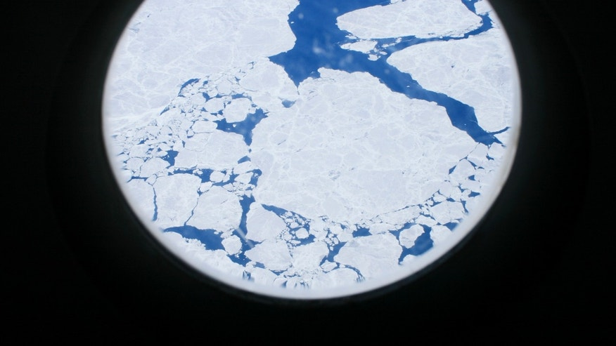 Ice on the surface of the southern ocean off the Antarctic coast is seen from the window of a U.S. military plane flying from Christchurch, New Zealand, to McMurdo Station, the biggest U.S. science base in Antarctica, December 7, 2006. (REUTERS/Deborah Zabarenko)