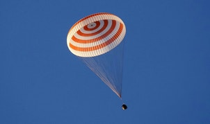 The Soyuz TMA-20M spacecraft capsule carrying International Space Station (ISS) crew, comprised of Jeff Williams of the U.S. and Oleg Skripochka and Alexey Ovchinin of Russia, descends beneath a parachute near the town of Zhezkazgan (Dzhezkazgan), Kazakhstan, September 7, 2016.  REUTERS/Maxim Shipenkov/Pool - RTX2OFS6