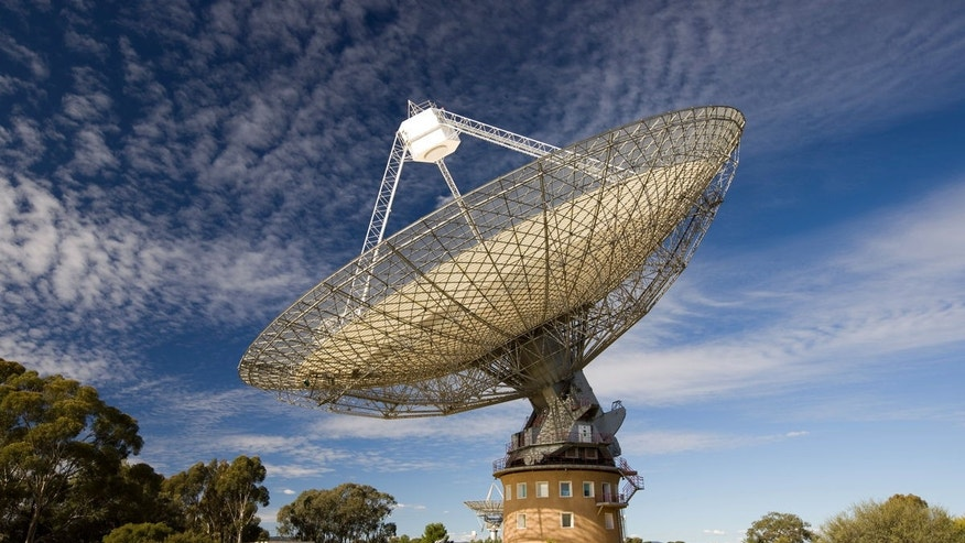 The Parkes radio telescope in Australia is the third telescope to begin searching for signs of intelligent alien life as part of the $100 million Breakthrough Listen project. (Credit: CSIRO)
