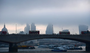 City workers cross the River Thames with the City of London financial district seen behind in London, in Britain October 27, 2016. REUTERS/Toby Melville - RTX2QO8P