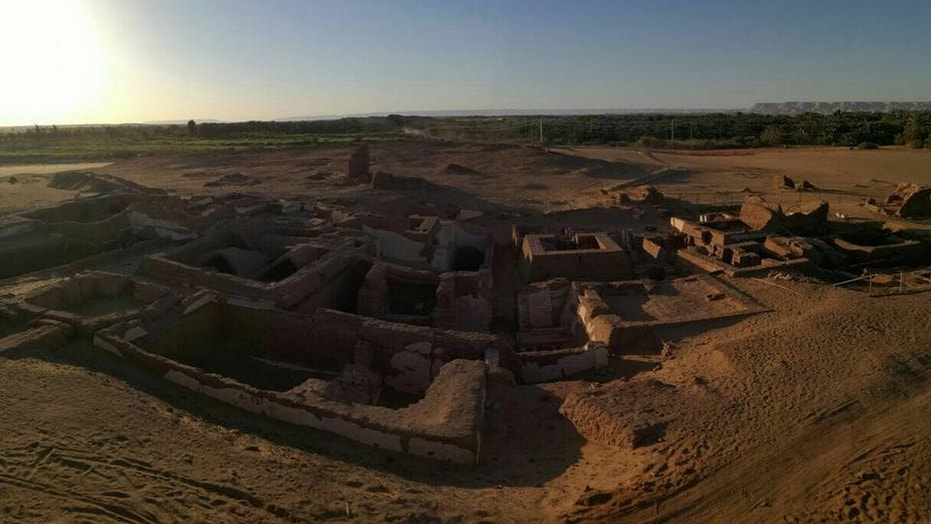 A series of Egyptian tombs dating back about 2,000 years, to the time when the Romans controlled Egypt, have been discovered at Bir esh-Shaghala in the Dakhla Oasis in Egypt.
