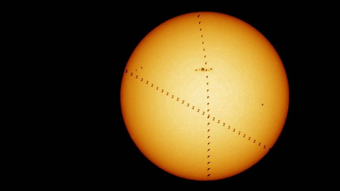 Bird photobombs the Space Station and Sun in awesome photo