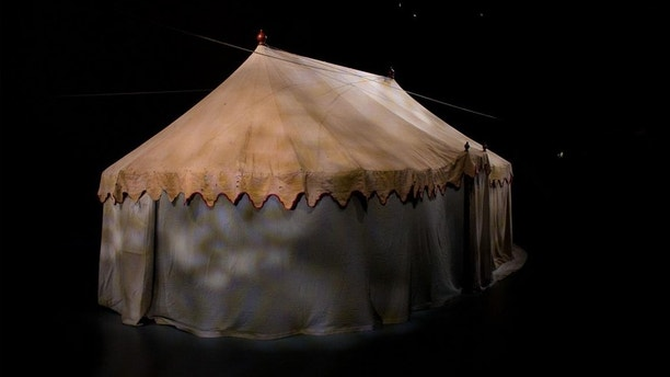 General George Washingtonu0027s Revolutionary War field tent on display at the Museum of the American Revolution (Courtesy of the Museum of the American ... & George Washingtonu0027s famous Revolutionary War tent found in newly ...