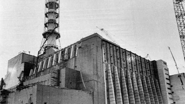 -FILE PHOTO 02DEC86-The number four reactor at the Chernobyl nuclear plant is seen in this December 2, 1986 file photo, after completion of work to entomb it in concrete following the explosion at the plant. Staff from Ukraine's Chernobyl nuclear power station on duty when the plant's fourth reactor exploded 20 years ago honoured on April 21, 2006 colleagues who died in the aftermath and recalled how the disaster shattered their lives. A series of explosions destroyed reactor No. 4 station and several hundred staff and firefighters were thrown into the task of tackling a blaze that burned for 10 days, sending a plume of radiation around the world in the world's worst civil nuclear disaster. - PBEAHUNOREH