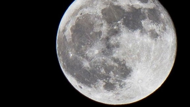 SPACE.com reader Sergio Estupiñán Vesga sent in this photo of the full moon taken in Washington, DC, on Nov. 28, 2012