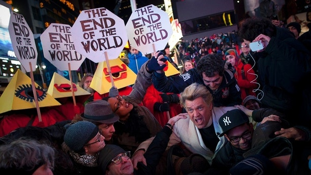 """Reverend Billy performs to celebrate the """"End of the World"""" in Times Square, New York December 21, 2012.  A 5,125-year cycle known in the Mayan calendar as the Long Count comes to an end on Friday and has been widely interpreted by cultists, New Age disciples, and believers in the esoteric as heralding the destruction of the planet. REUTERS/Andrew Kelly (UNITED STATES - Tags: SOCIETY TPX IMAGES OF THE DAY) - GM2E8CM0QLO01"""