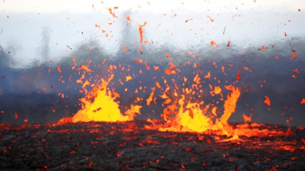 Lava erupts from a fissure on the outskirts of Pahoa during ongoing eruptions of the Kilauea Volcano in Hawaii, U.S., May 14, 2018.  REUTERS/Terray Sylvester - RC1F567F15F0