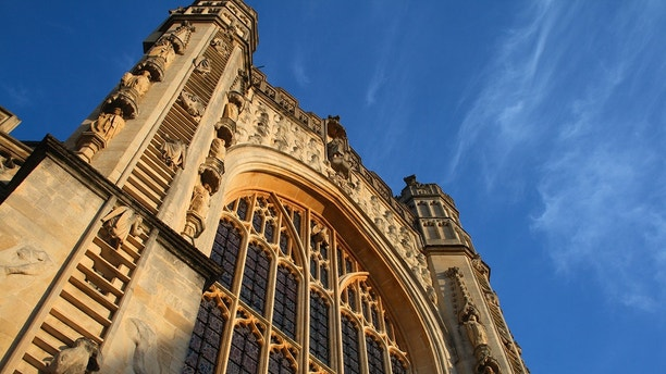Gothic Bath Abbey in the late afternoon sun.