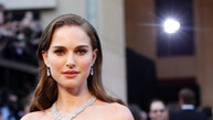 Actress Natalie Portman poses at the 84th Academy Awards in Hollywood at the 84th Academy Awards in Hollywood, California, February 26, 2012.  REUTERS/Mario Anzuoni    (UNITED STATES) (OSCARS-ARRIVALS) - RTR2YII3