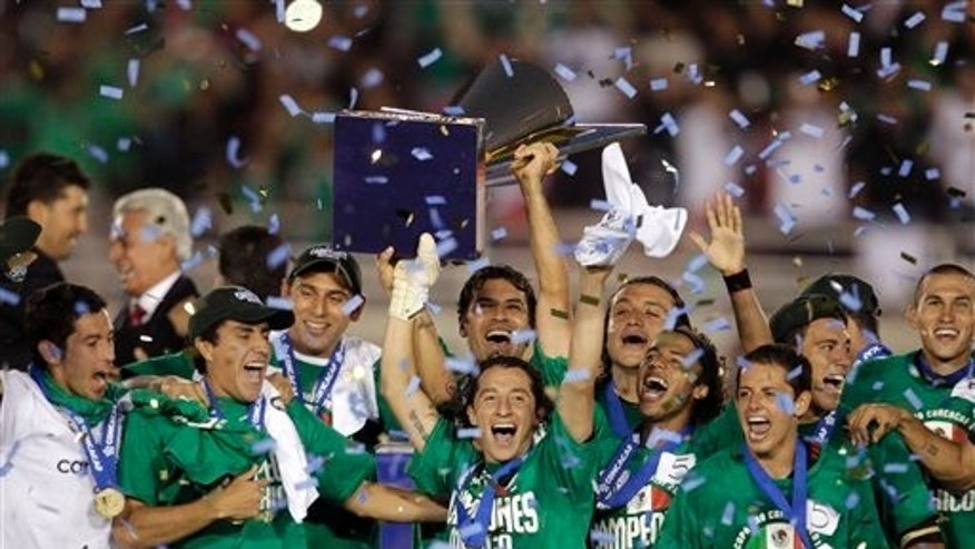 Members of the Mexico team celebrate a 4-2 win against United States in the CONCACAF Gold Cup soccer final at the Rose Bowl in Pasadena, Calif., Saturday, June 25, 2011. (AP Photo/Jae C. Hong)