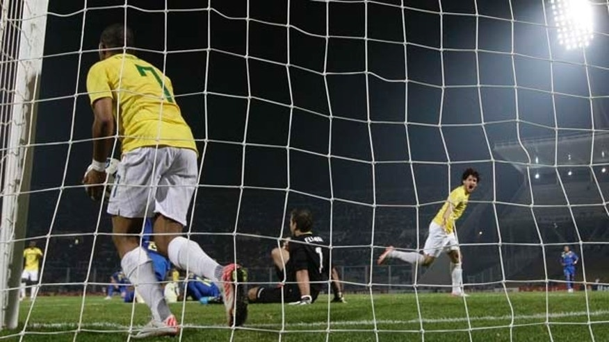 Brazil's Robinho, left, takes the ball as Brazil's Alexandre Pato, right, celebrates after he scored during a Group B Copa America soccer match in Cordoba, Argentina, Wednesday July 13, 2011. (AP Photo/Fernando Vergara)