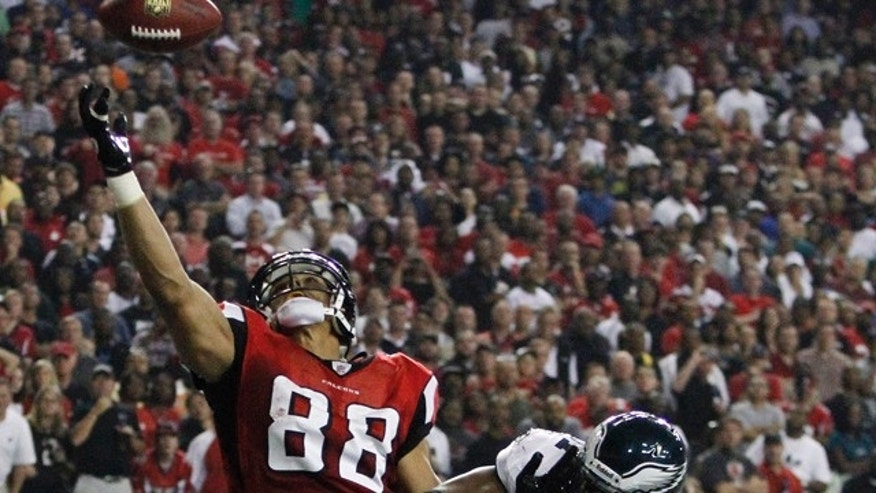 Sep. 18: Atlanta Falcons tight end Tony Gonzalez (88) catches a touchdown pass as Philadelphia Eagles outside linebacker Jamar Chaney (51) defends in the first half of an NFL football game at the Georgia Dome in Atlanta. (AP Photo/Butch Dill)