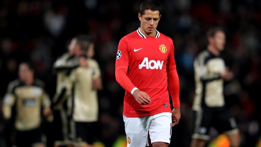 MANCHESTER, ENGLAND - NOVEMBER 22:  Javier Hernandez of Manchester United looks dejected at the end of the UEFA Champions League Group C match between Manchester United and SL Benfica at Old Trafford on November 22, 2011 in Manchester, England.  (Photo by Alex Livesey/Getty Images)