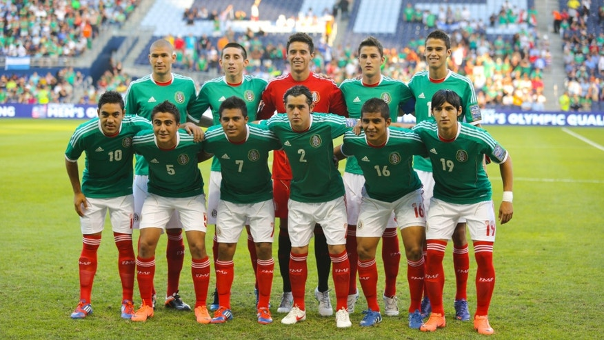 KANSAS CITY, KS - APRIL 2:  The starting 11 for Mexico pose for a photo before a game against Honduras in the 2012 CONCACAF Men's Olympic Qualifying Finals at Livestrong Sporting Park on April 2, 2012 in Kansas City, Kansas. (Photo by Ed Zurga/Getty Images)