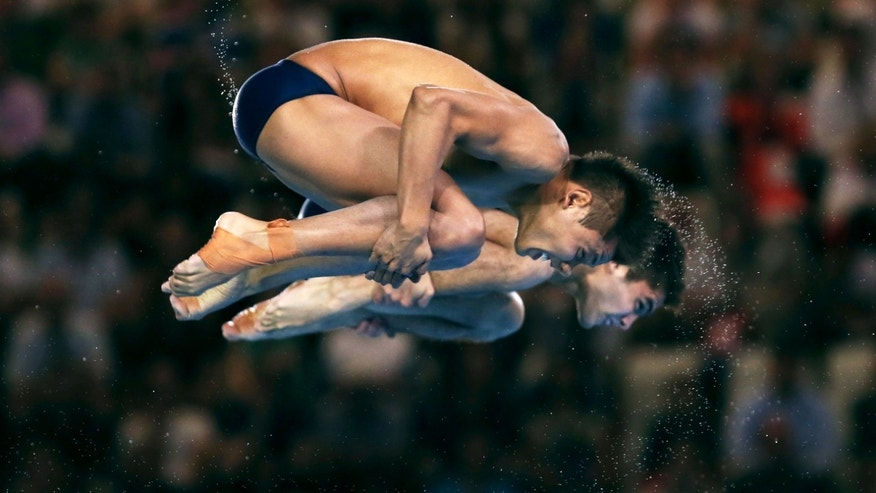 German Sanchez Sanchez (foreground) and Ivan Garcia Navarro of Mexico compete during the Men's Synchronised 10m Platform Diving on Day 3 of the London 2012 Olympic Games at the Aquatics Centre on July 30, 2012 in London, England.