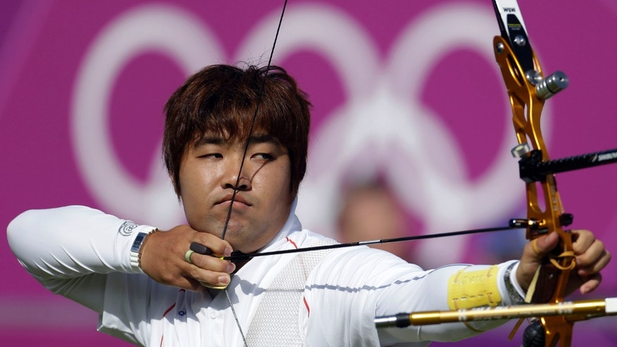 South Korea's Im Dong-hyun shoots during the men's individual archery competition at the 2012 Summer Olympics, Friday, Aug. 3, 2012, in London. (AP Photo/Marcio Jose Sanchez)