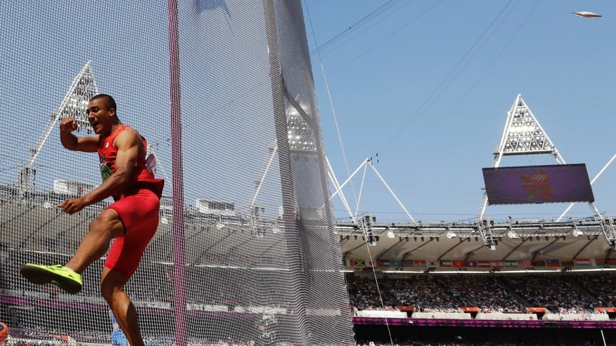 United States' Ashton Eaton takes a throw in the discus throw decathlon during the athletics in the Olympic Stadium at the 2012 Summer Olympics, London, Thursday, Aug. 9, 2012. (AP Photo/David J. Phillip)