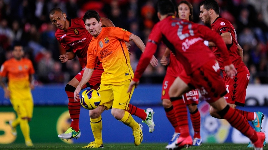 MALLORCA, SPAIN - NOVEMBER 11:  Lionel Messi of FC Barcelona (2ndL) duels for the ball with RCD Mallorca players during the La Liga match between RCD Mallorca and FC Barcelona at Iberostar Stadium on November 11, 2012 in Mallorca, Spain.  (Photo by David Ramos/Getty Images)