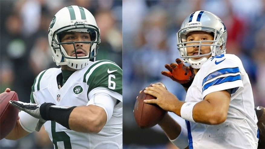 Latinos quarterbacks Mark Sanchez (L) of the New York Jets and Tony Rom (R) of the Dallas Cowboys