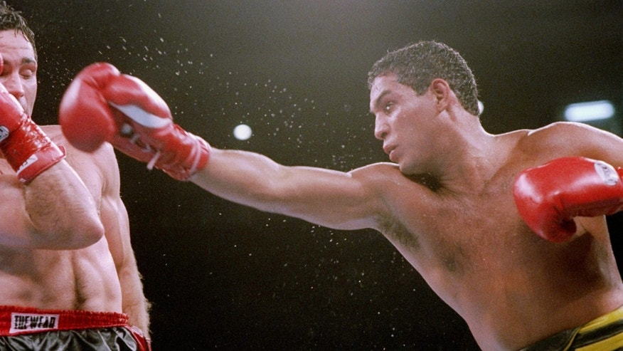 19 Jun 1993:  Hector Camacho trades blows with Tom Alexander. Mandatory Credit: Holly Stein  /Allsport