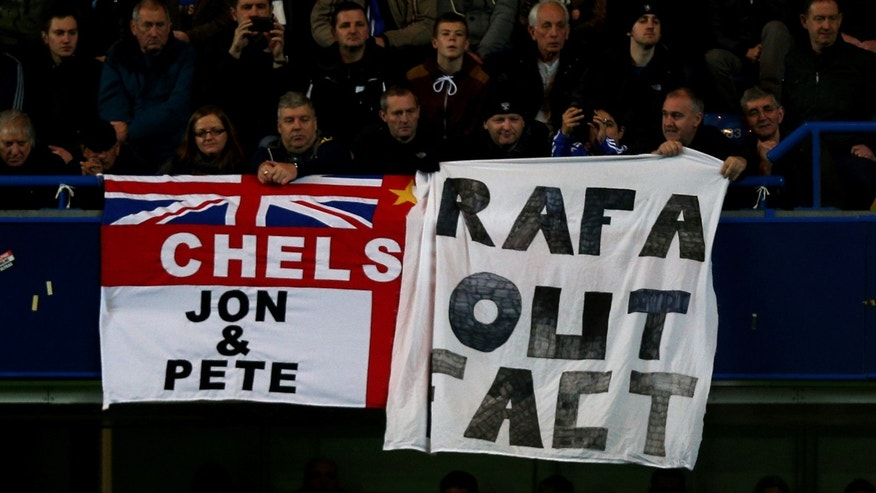 LONDON, ENGLAND - NOVEMBER 25:  Fans protest over the signing of new manager Rafael Benitez during the Barclays Premier League match between Chelsea and Manchester City at Stamford Bridge on November 25, 2012 in London, England.  (Photo by Clive Rose/Getty Images)