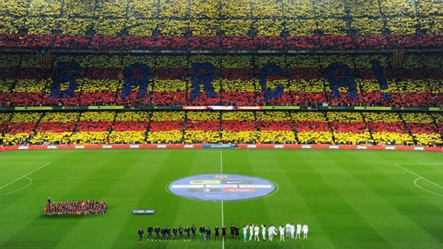 BARCELONA, SPAIN - OCTOBER 07: Barcelona fans display a Catalan flag prior to the start of the la Liga match between FC Barcelona and Real Madrid at the Camp Nou stadium on October 7, 2012 in Barcelona, Spain.  (Photo by Jasper Juinen/Getty Images)