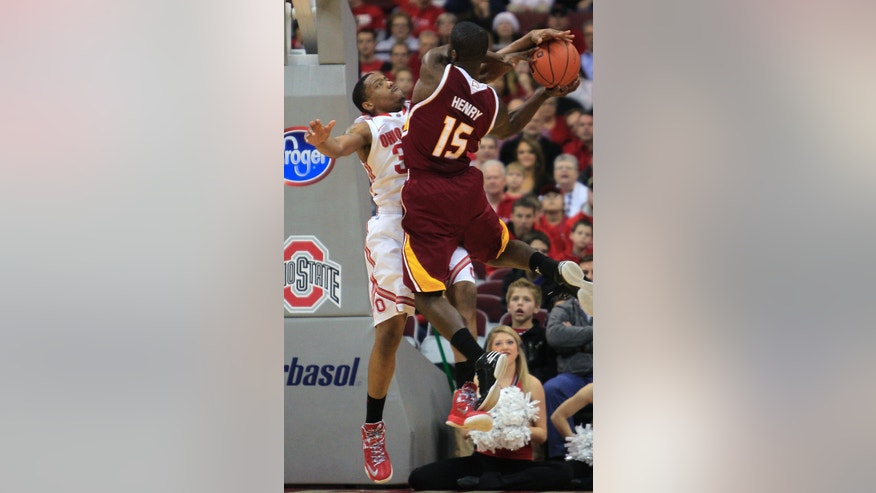 Winthrop's Derrick Henry, right, tries to shoot over Ohio State's Lenzelle Smith during the first half of an NCAA college basketball game Tuesday, Dec. 18, 2012, in Columbus, Ohio. (AP Photo/Jay LaPrete)