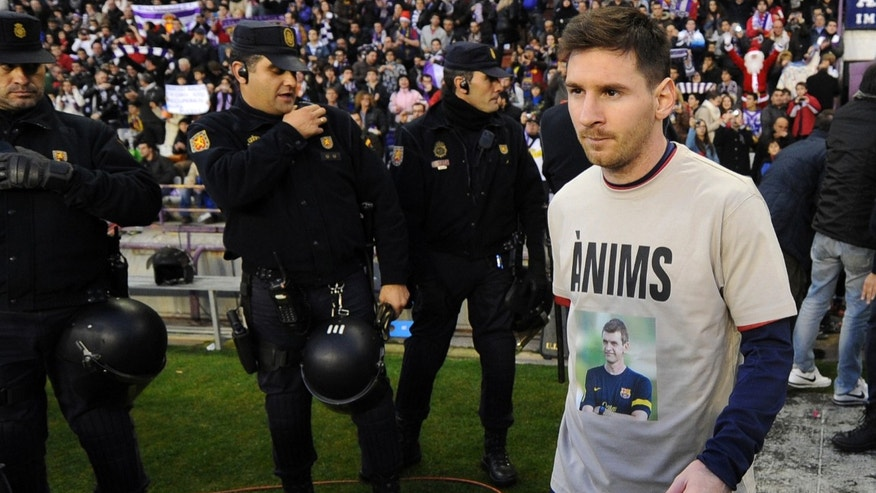 "FC Barcelona's Lionel Messi from Argentina wears a t-shirt bearing a photo of his coach Tito Vilanova during a Spanish La Liga soccer match against Real Valladolid at the Jose Zorrila stadium in Valladolid, Spain, Saturday, Dec 22, 2012. Barcelona on Saturday said coach Tito Vilanova has been released from hospital two days after undergoing throat surgery to remove a second tumor in two years. The Catalan on Messi's t-shirt reads ""courage"". (AP Photo/Israel l.Murillo)"