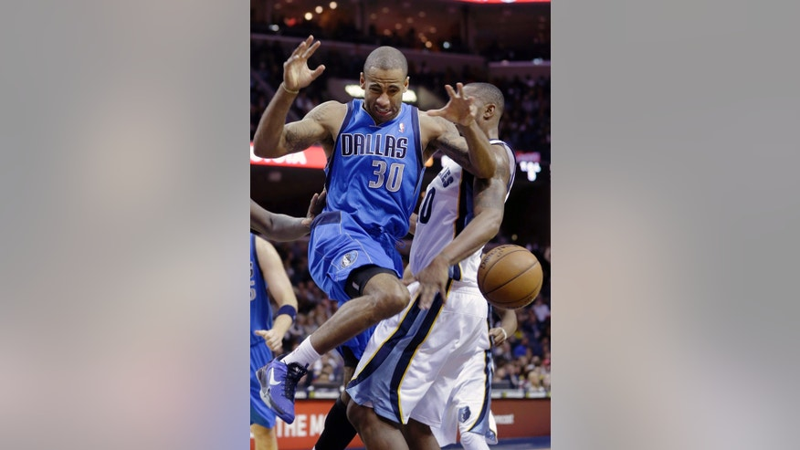 Dallas Mavericks' Dahntay Jones (30) goes after a loose ball as he collides with Memphis Grizzlies' Darrell Arthur, right, during the first half of an NBA basketball game in Memphis, Tenn., Friday, Dec. 21, 2012. (AP Photo/Danny Johnston)