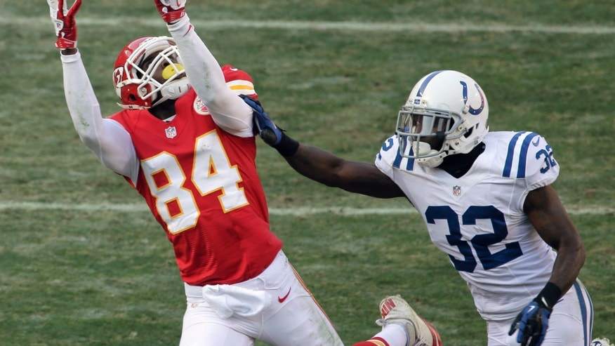 Kansas City Chiefs wide receiver Jamar Newsome, left, makes a reception next to Indianapolis Colts cornerback Cassius Vaughn, right, during the first half of an NFL football game Sunday, Dec. 23, 2012, in Kansas City, Mo. (AP Photo/Charlie Riedel)