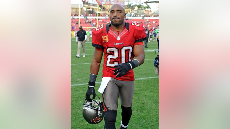 Tampa Bay Buccaneers free safety Ronde Barber (20) leaves the field following a 28-13 loss to the St. Louis Rams in an NFL football game on Sunday, Dec. 23, 2012, in Tampa, Fla. (AP Photo/Brian Blanco)