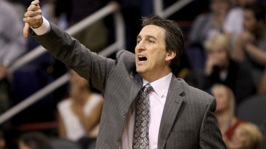 Los Angeles Clippers' head coach Vinny Del Negro calls out signals from the bench during the first half of an NBA basketball game against the Phoenix Suns, Sunday, Dec. 23, 2012, in Phoenix. (AP Photo/Ralph Freso)