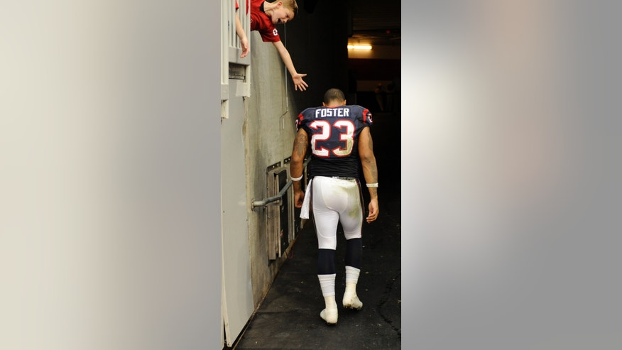 Houston Texans running back Arian Foster walks to the locker room during the third quarter of an NFL football game against the Minnesota Vikings on Sunday, Dec. 23, 2012, in Houston. (AP Photo/Dave Einsel)