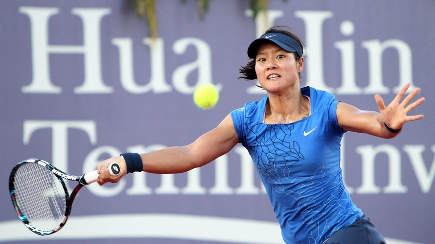 In this photo released by BEC Tero, Li Na of China returns a shot during a tennis invitation match against Victoria Azarenka of Belarus in Hua Hin, southern Thailand Saturday, Dec. 29, 2012. (AP Photo/BEC Tero) EDITORIAL USE ONLY