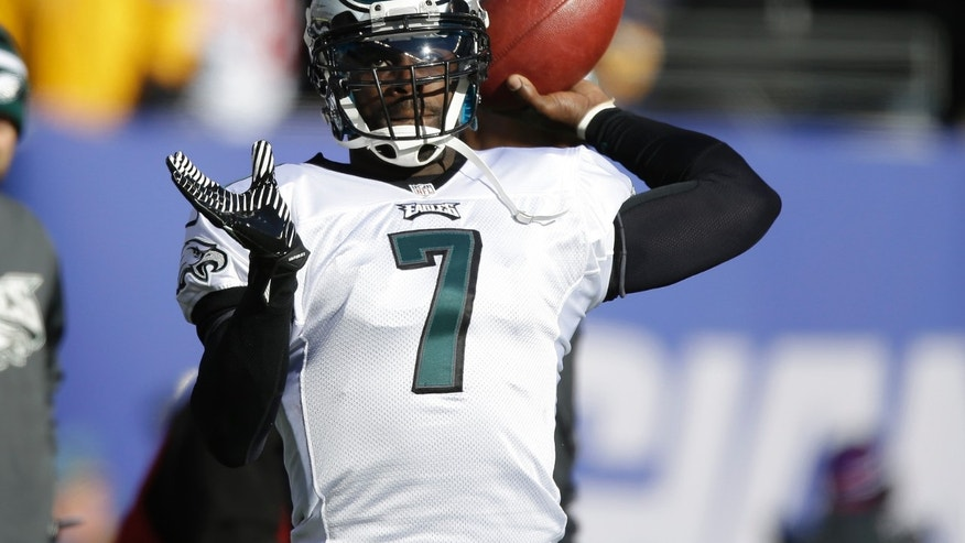 Philadelphia Eagles quarterback Michael Vick (7) warms up before an NFL football game against the New York Giants, Sunday, Dec. 30, 2012, in East Rutherford, N.J. (AP Photo/Kathy Willens)