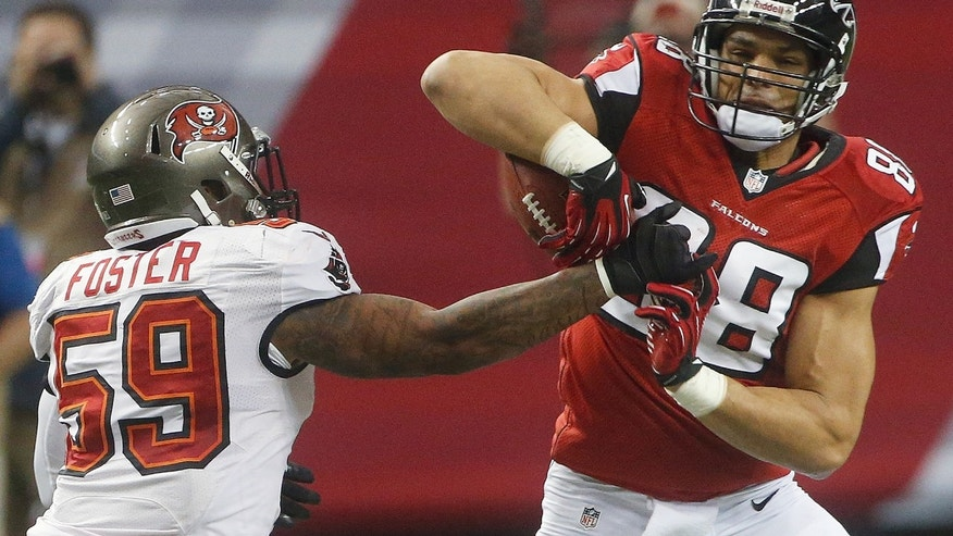Atlanta Falcons tight end Tony Gonzalez (88) makes a catch against Tampa Bay Buccaneers middle linebacker Mason Foster (59) during the first half of an NFL football game Sunday, Dec. 30, 2012, in Atlanta. (AP Photo/John Bazemore)