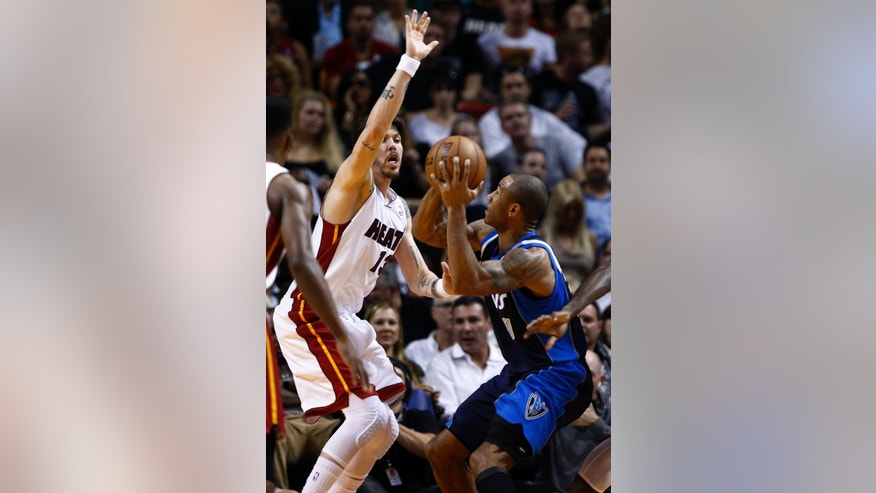 Miami Heat's Mike Miller (43) defends against a shot by Dallas Mavericks' Dahntay Jones (30) during the first half of an NBA basketball game in Miami, Wednesday, Jan. 2, 2013. (AP Photo/J Pat Carter)