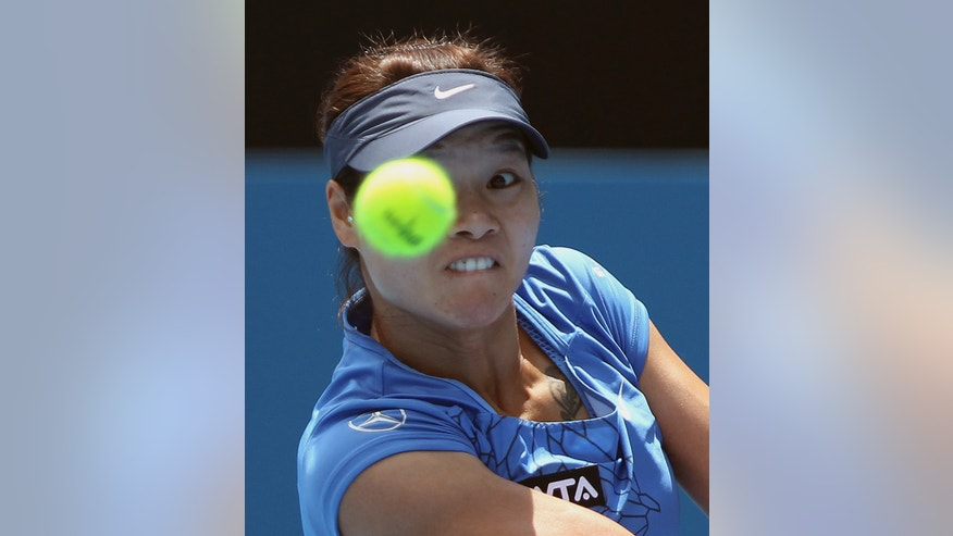 China's Li Na returns a shot to Christina McHale of the United States at the Sydney International Tennis tournament in Sydney, Australia, Monday, Jan. 7, 2013.(AP Photo/Rob Griffith)