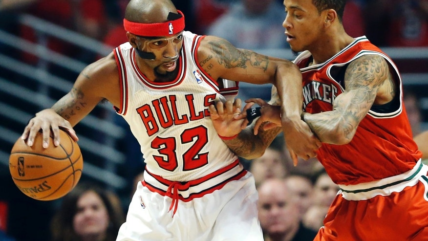 Chicago Bulls guard Richard Hamilton (32) drives against Milwaukee Bucks guard Monta Ellis during the first half of an NBA basketball game in Chicago, Wednesday, Jan. 9, 2013. (AP Photo/Nam Y. Huh)