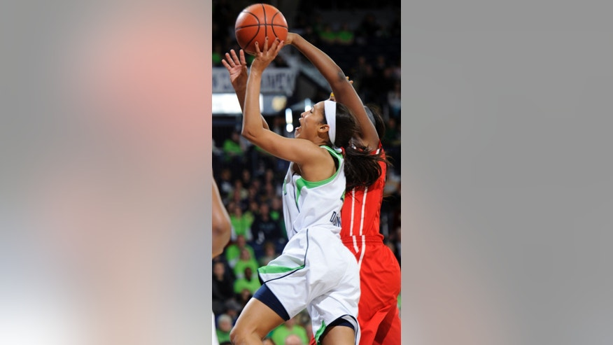 Notre Dame guard Skylar Diggins drives the lane during the first half of an NCAA college basketball game against Rutgers on Sunday, Jan. 13, 2013, in South Bend, Ind. (AP Photo/Joe Raymond)