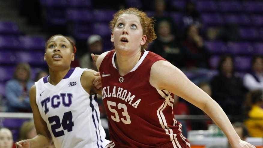 TCU's Natalie Ventress, left, and Oklahoma forward Joanna McFarland watch for a rebound during an NCAA college basketball game in Fort Worth, Texas, Wednesday, Jan. 9, 2013. (AP Photo/Star-Telegram, Ron T. Ennis)  MAGAZINES OUT (FORT WORTH WEEKLY, 360 WEST); INTERNET OUT