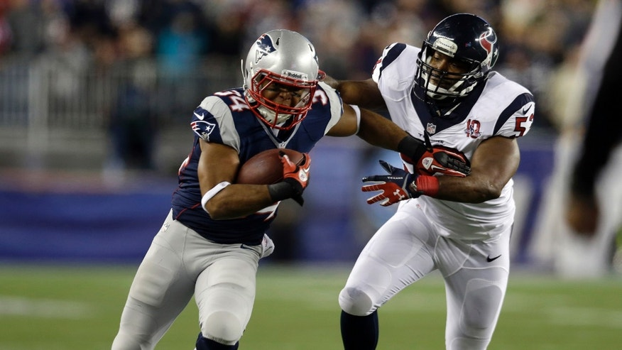 New England Patriots running back Shane Vereen, left, evades a tackle by Houston Texans linebacker Bradie James during the first half of an AFC divisional playoff NFL football game in Foxborough, Mass., Sunday, Jan. 13, 2013. (AP Photo/Elise Amendola)