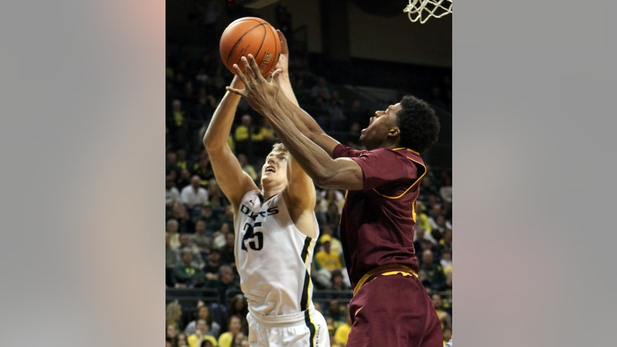 Oregon's E.J. Singler (left) battles Arizona State's Carrick Felix for a rebound during the first half of an NCAA college basketball game in Eugene, Ore.  Sunday Jan 13, 2013. (AP Photo/Chris Pietsch)