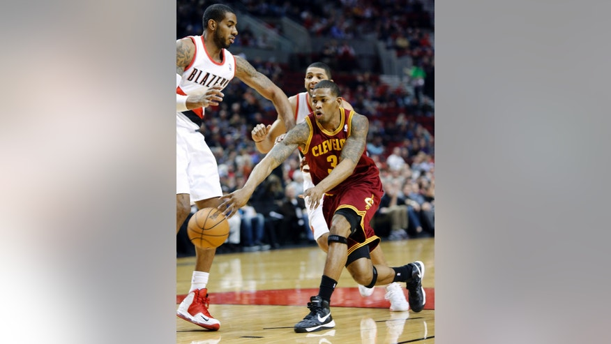 Cleveland Cavaliers forward Alonzo Gee, right, passes inside against Portland Trail Blazers forward LaMarcus Aldridge during the first quarter of an NBA basketball game in Portland, Ore., Wednesday, Jan. 16, 2013.(AP Photo/Don Ryan)