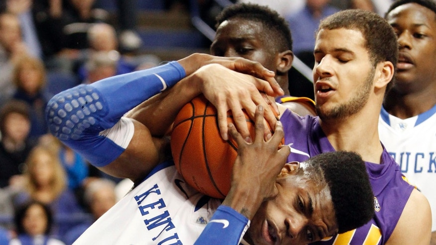 Kentucky's Nerlens Noel (3) is tied up by LSU's Shane Hammink during the first half of an NCAA college basketball game at Rupp Arena in Lexington, Ky., Saturday, Jan. 26, 2013. (AP Photo/James Crisp)