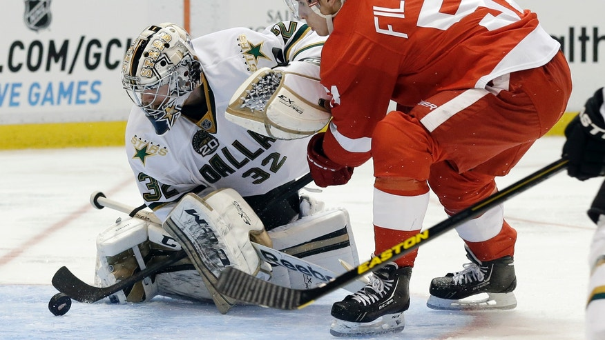 Dallas Stars goalie Kari Lehtonen (32), of Finland, stops a shot by Detroit Red Wings center Valtteri Filppula (51) during the second period of an NHL hockey game in Detroit, Tuesday, Jan. 29, 2013. (AP Photo/Paul Sancya)