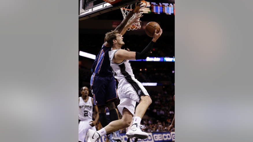 San Antonio Spurs' Tiago Splitter, right, of Brazil, shoots over Charlotte Bobcats' Michael Kidd-Gilchrist, left, during the first half of an NBA basketball game, Wednesday, Jan. 30, 2013, in San Antonio. (AP Photo/Eric Gay)