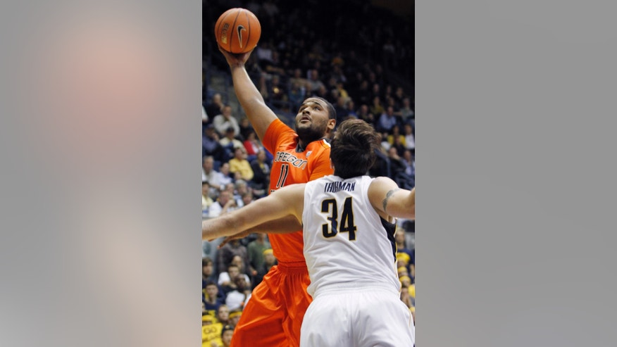 Oregon State's Joe Burton shoots as California's Robert Thurman defends during the first half of an NCAA college basketball game in Berkeley, Calif., Thursday, Jan. 31, 2013. (AP Photo/George Nikitin)